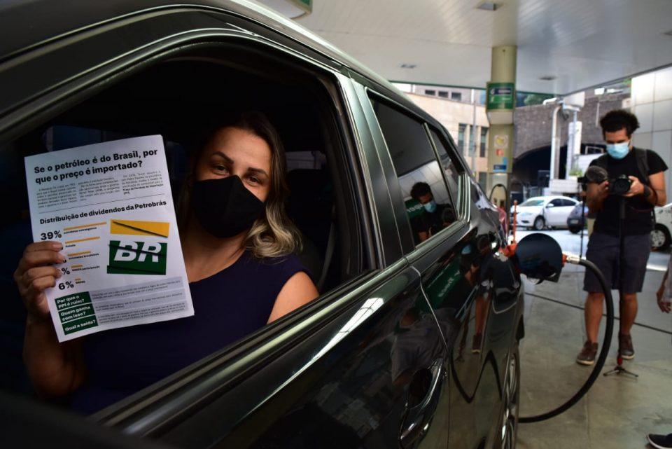 O preço de paridade de importação vincula os reajustes de combustíveis às variações do dólar e do barril internacional de petróleo (Foto: Eric Gonçalves/Sindipetro SP)