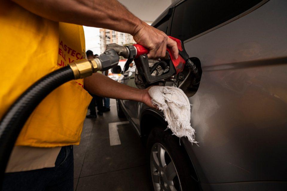 Preço de paridade de importação (PPI) vincula os preços praticados nas refinarias da Petrobrás à cotação do dólar e do preço internacional do barril de petróleo (Foto: Marcelo Aguilar/FUP)